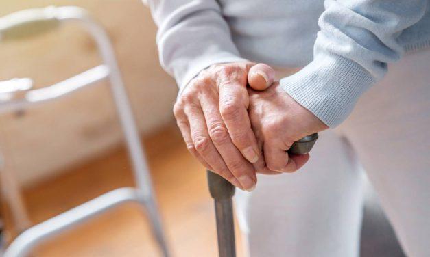 Cannes et déambulateurs : des aides à la mobilité pour les seniors