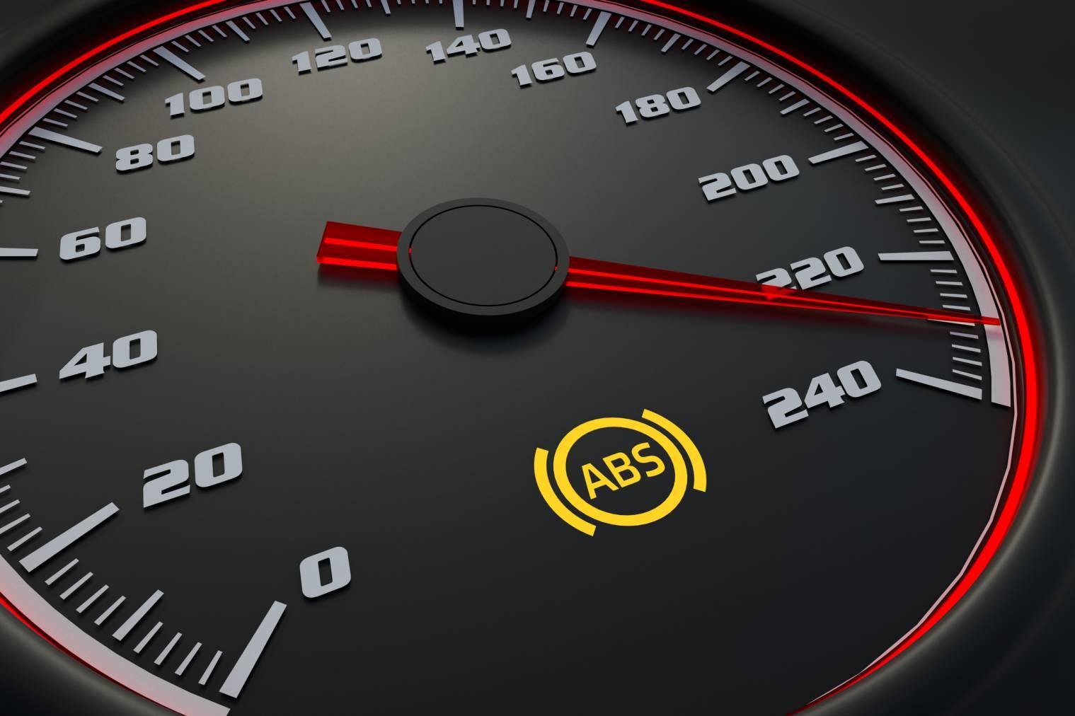 Voyant ABS allumé : quelles en sont les causes possibles ? Solutions