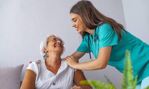 Les maux de l'aide-soignant : comment les prévenir ?