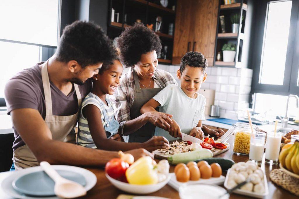Faire la cuisine avec ses enfants quand il pleut