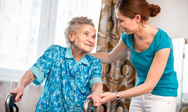 Travail à domicile : où s'arrêtent les fonctions de l'aide à domicile ?