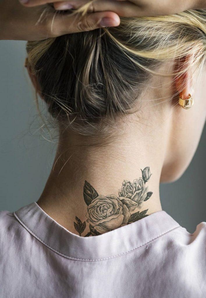tatouage dans le cou
